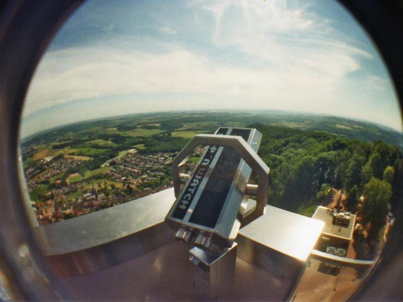 Klassisches Fernglas auf dem Schaumbergturm