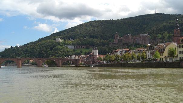 Solarschiff-Heidelberg_Schloss