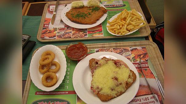 Schnitzelhuber-Düsseldorf_2mal-XL-Schnitzel