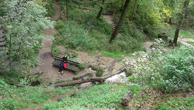Bad-Uracher-Wasserfall_Wanderweg