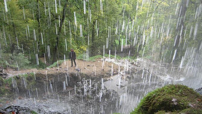 Bad-Uracher-Wasserfall_spritzig