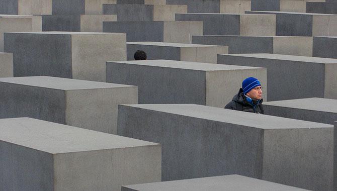 Holocaust-Mahnmal-Berlin_Kopf-hoch
