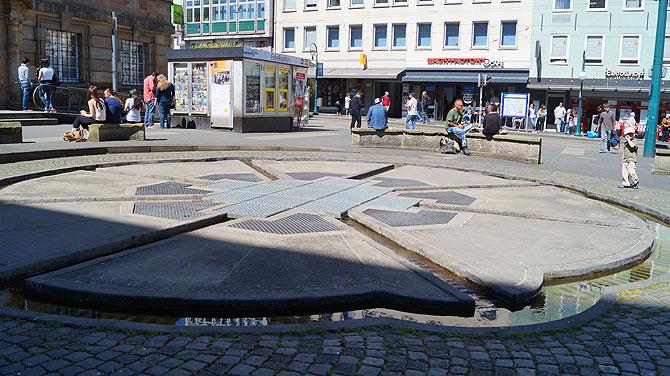 7-Must-see-Sehenswürdigkeiten-in-Kassel_Aschroth-Brunnen