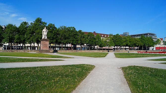 7-Must-see-Sehenswürdigkeiten-in-Kassel_Friedrichsplatz