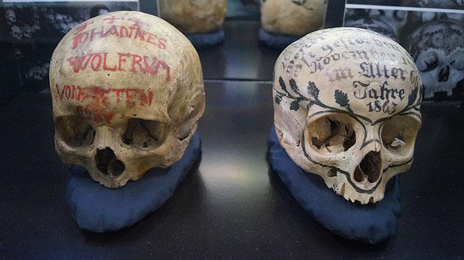 Museum-für-Sepulkralkultur_Totenköpfe