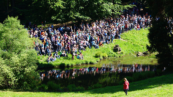 Wasserspiele-im-Bergpark-Kassel_Menschenmenge