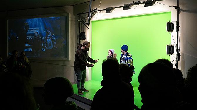 Bavaria-Filmstadt-München-Am-Set