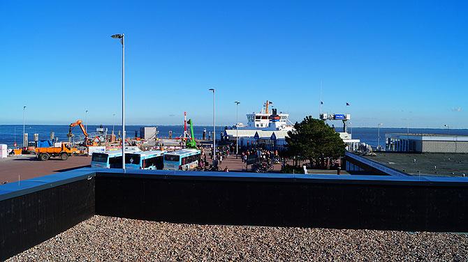 Ausblick von der Dachterasse auf den Norderneyer Hafen