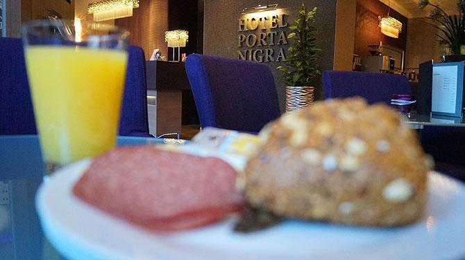 Frühstück im Hotel bietet genug Auswahl.