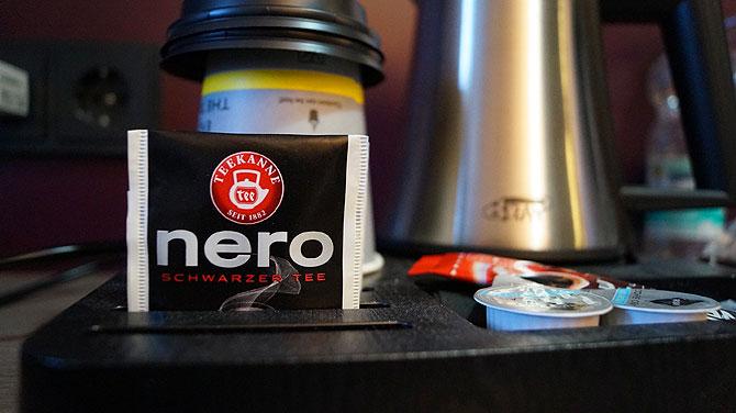 """Der Schwarztee im Hotel heißt regiotypisch """"Nero""""."""