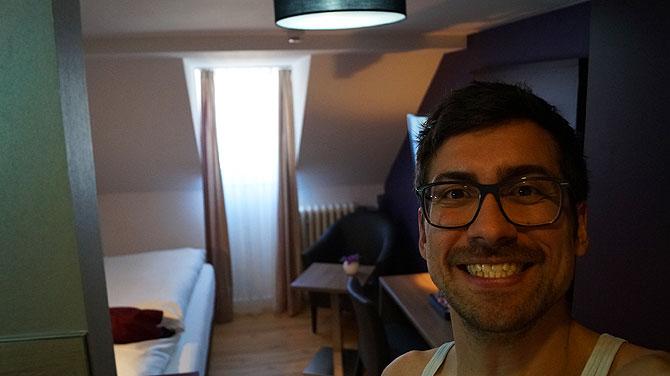 Ich in Zimmer 17 im Hotel Porta Nigra in Trier