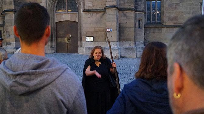 Anette führt die Stuttgarter Geistertour