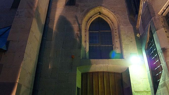 Geisterhafter Schatten an der Stiftskirche