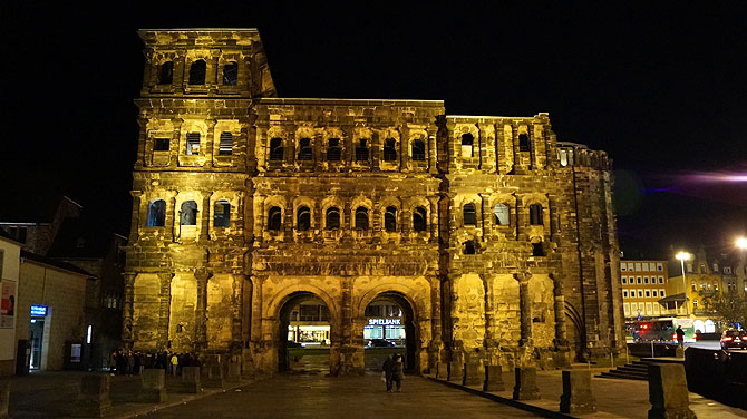 Porta Nigra bei Nacht