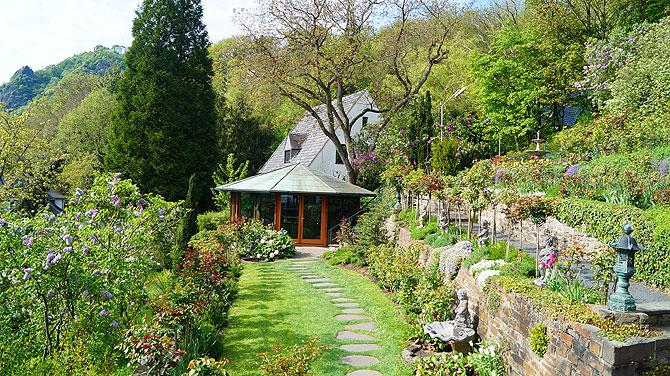 Der wunderbar schöne Garten mit Pavillon