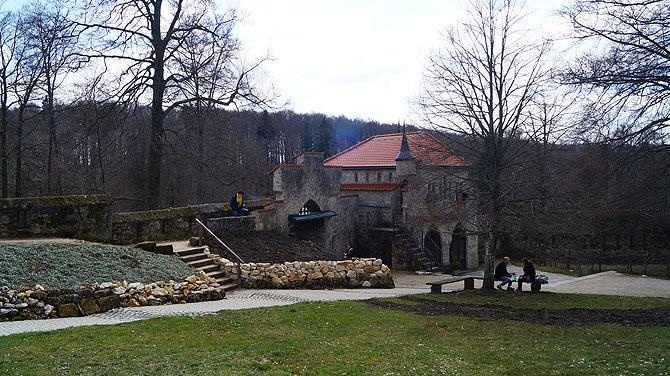 Der Schlosshof ist überschaubar.