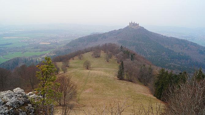 Ausblick auf Burg Hohenzollern vom Zellerhorn aus