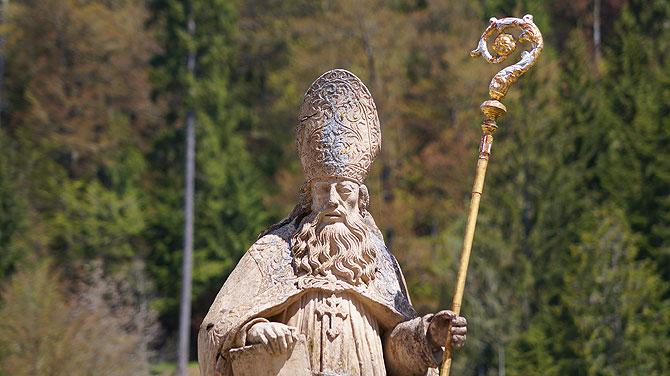 Der Heilige Blasius auf seinem Blasiusbrunnen