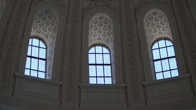 Große, runde Kuppelfenster im Dom zu Sankt Blasien