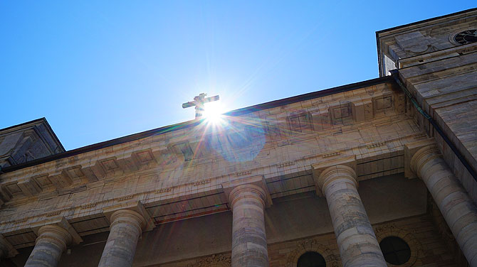 Sonne, Himmel und Kirche - ob das passt?