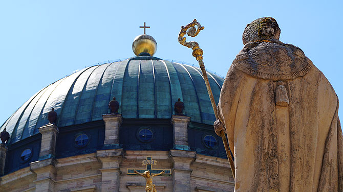 Die Kuppel des Doms ist schon bei der Anfahrt sichtbar.