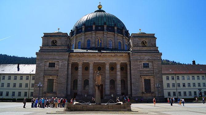 Der Dom von Sankt Blasien sieht nach Vatikan aus.