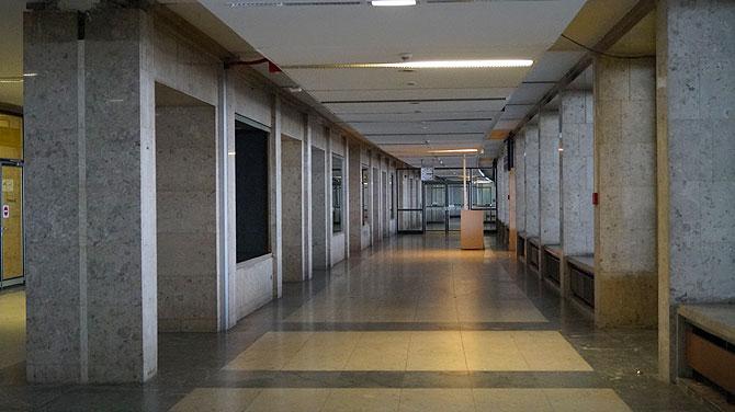 Hat schon was Kurioses so ein leeres Flughafengebäude
