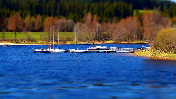Anlegestellen gibt es einige am See.