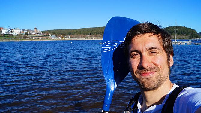 Ich mit Paddel vor dem Schluchsee