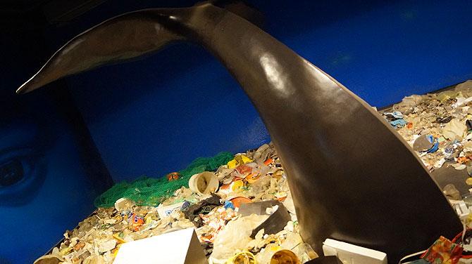 Walmodell im Müllmeer