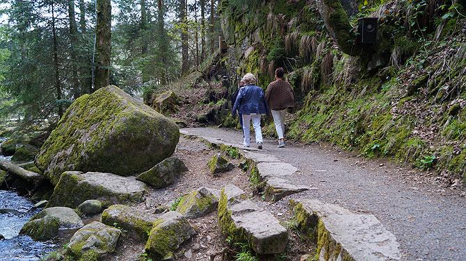 Wanderweg an den Wasserfällen