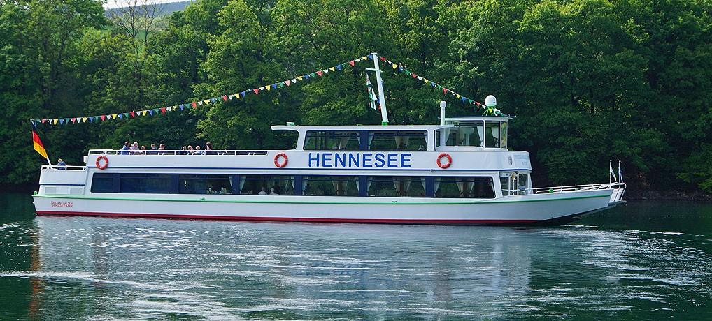 Der Hennesee ist einer der fünf Seen im Sauerland.
