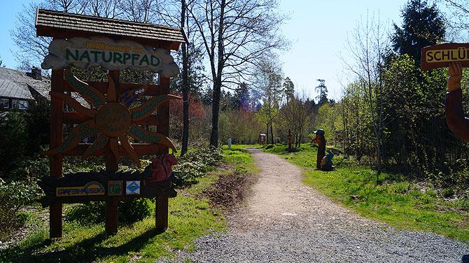 Eingang zum Naturpfad Schlühüwanapark