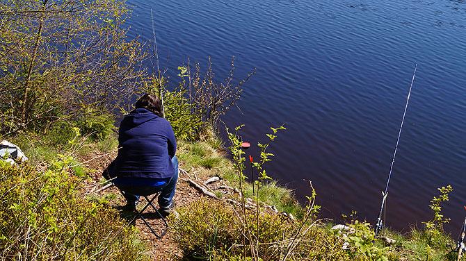 Angeln am Schlüchtsee ist ziemlich beliebt.