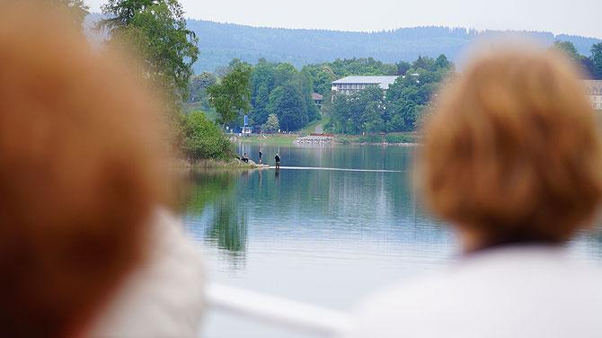 Angeln ist eine beliebte Aktivität am See.