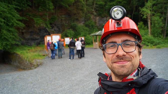 Ich vor dem Bergwerk Nuttlar