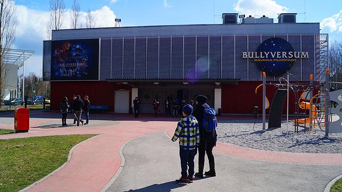 Das Bullyversum ist direkt neben der Bavaria Filmstadt.
