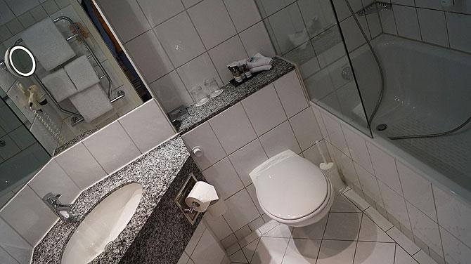 Das Bad ist ordentlich und sauber.
