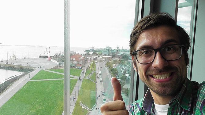 Ich im Zimmer des Atlantic Sail City Hotel Bremerhaven
