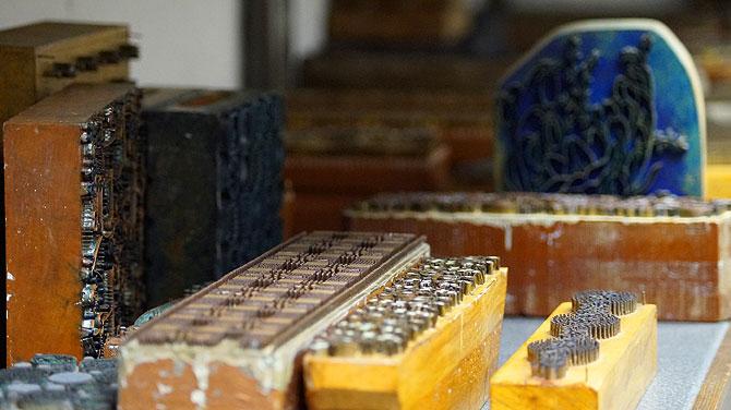 Mehr als 450 Drückstöcke gibt es in der Blaudruckwerkstatt.