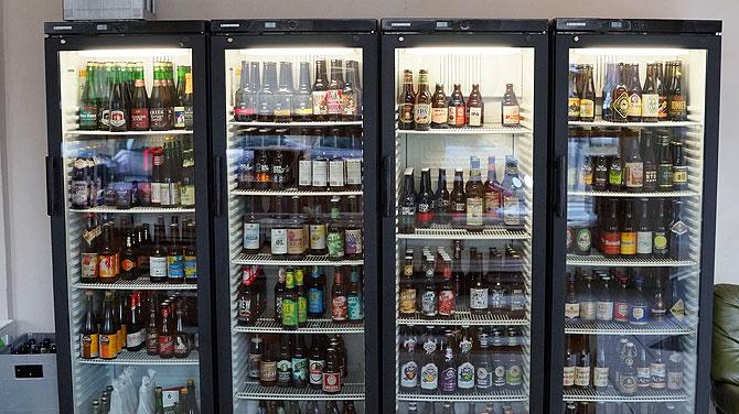 Mehr als 100 Sorten gibt es im Bierkühlschrank