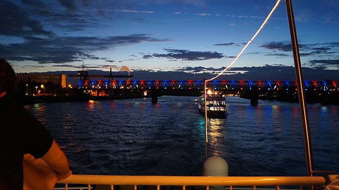 Viele Boote sind bei den Sommerlichtern Mainz dabei.