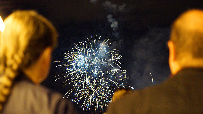 An Bord wirkt das Sommerlichter-Feuerwerk noch besser.