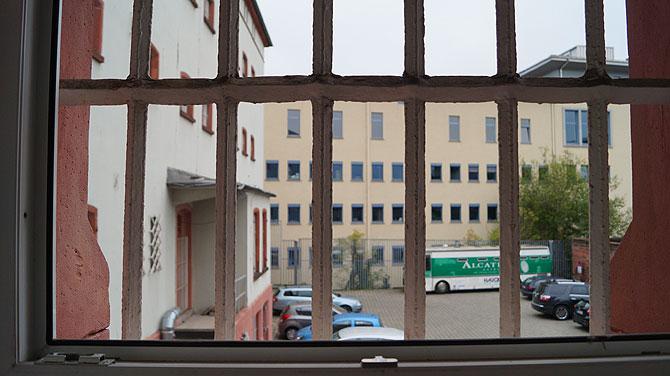 Ausblick auf der Zelle auf Gefängnisbus