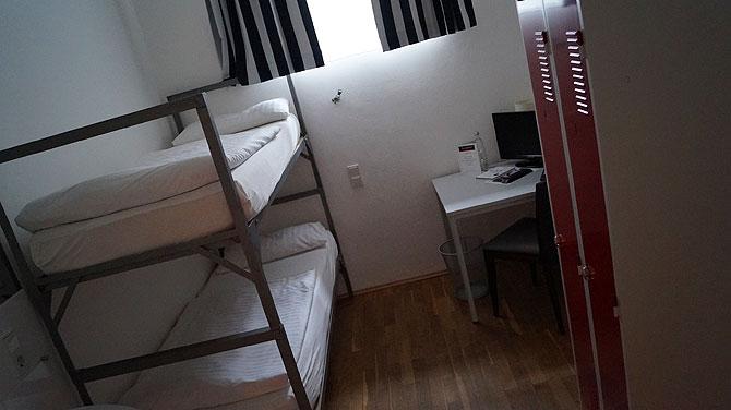 Die Doppelzimmer sind Zellenzimmer mit Stockbett
