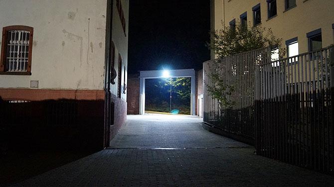 Dunkel und gruselig ist die nächtliche Anreise
