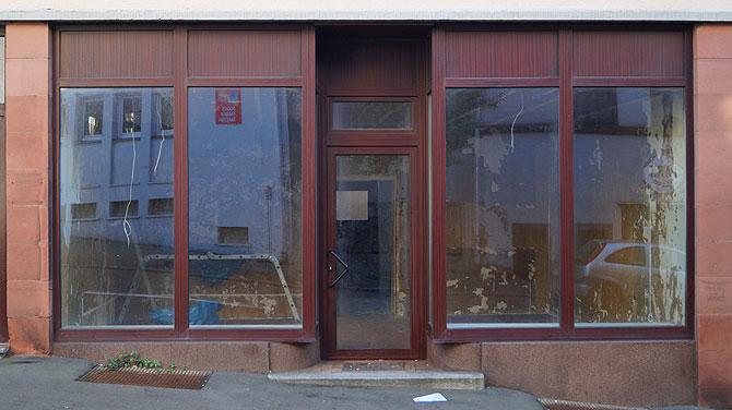 Brauner Laden steht leer