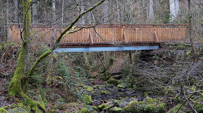 Monbachbrücke passt nicht ganz ins Bild
