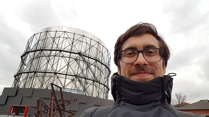 Ich vor dem Gasometer Pforzheim
