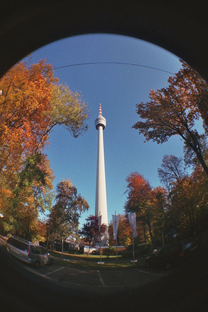 Der Fernsehturm wird auch Betonnadel genannt.